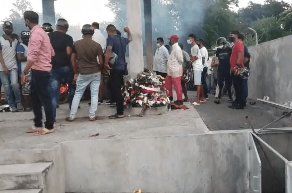 Funérailles de Nooresh Juglall : Environ 100 véhicules et 500 personnes présents | Sunday Times